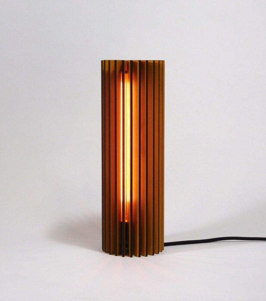 Nr1-houten-nachtlampje-voor-nachtkastje-vanderWerffdesign-vooraanzicht