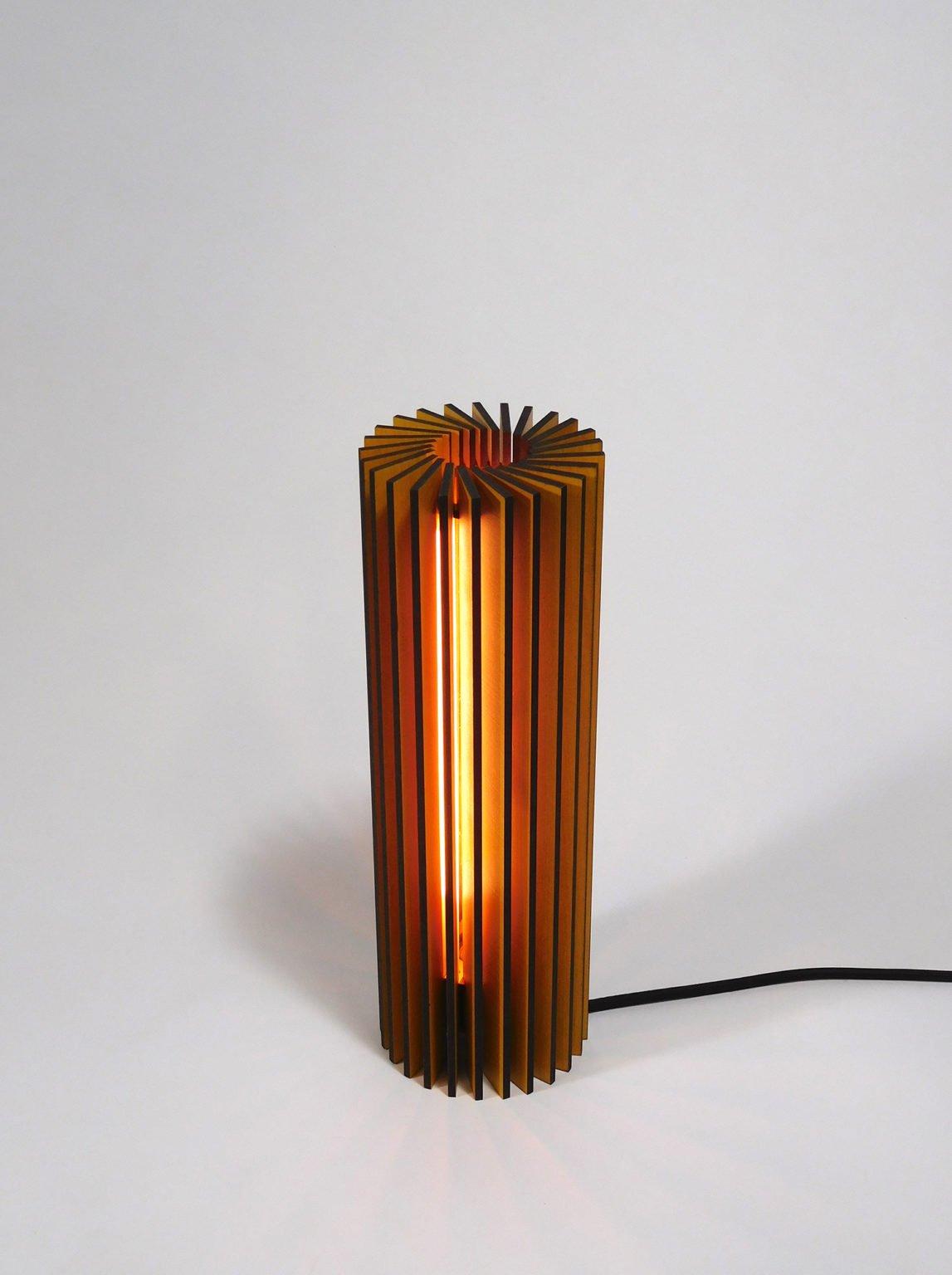 Nr1-houten-nachtlampje-voor-nachtkastje-vanderWerffdesign-hoogaanzicht