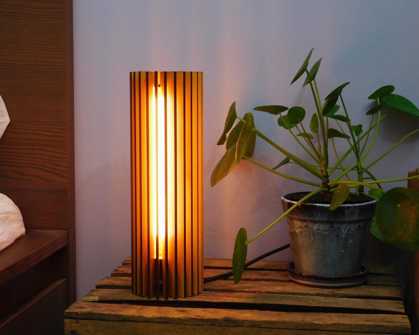 Nr1-houten-nachtlampje-voor-nachtkastje-vanderWerffdesign-incontext