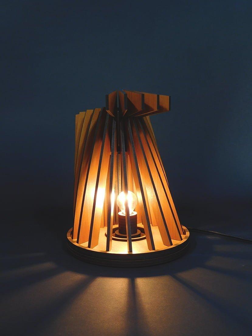 vanderwerffdesign-Houten-design-tafel-lamp-sfeerbeeld