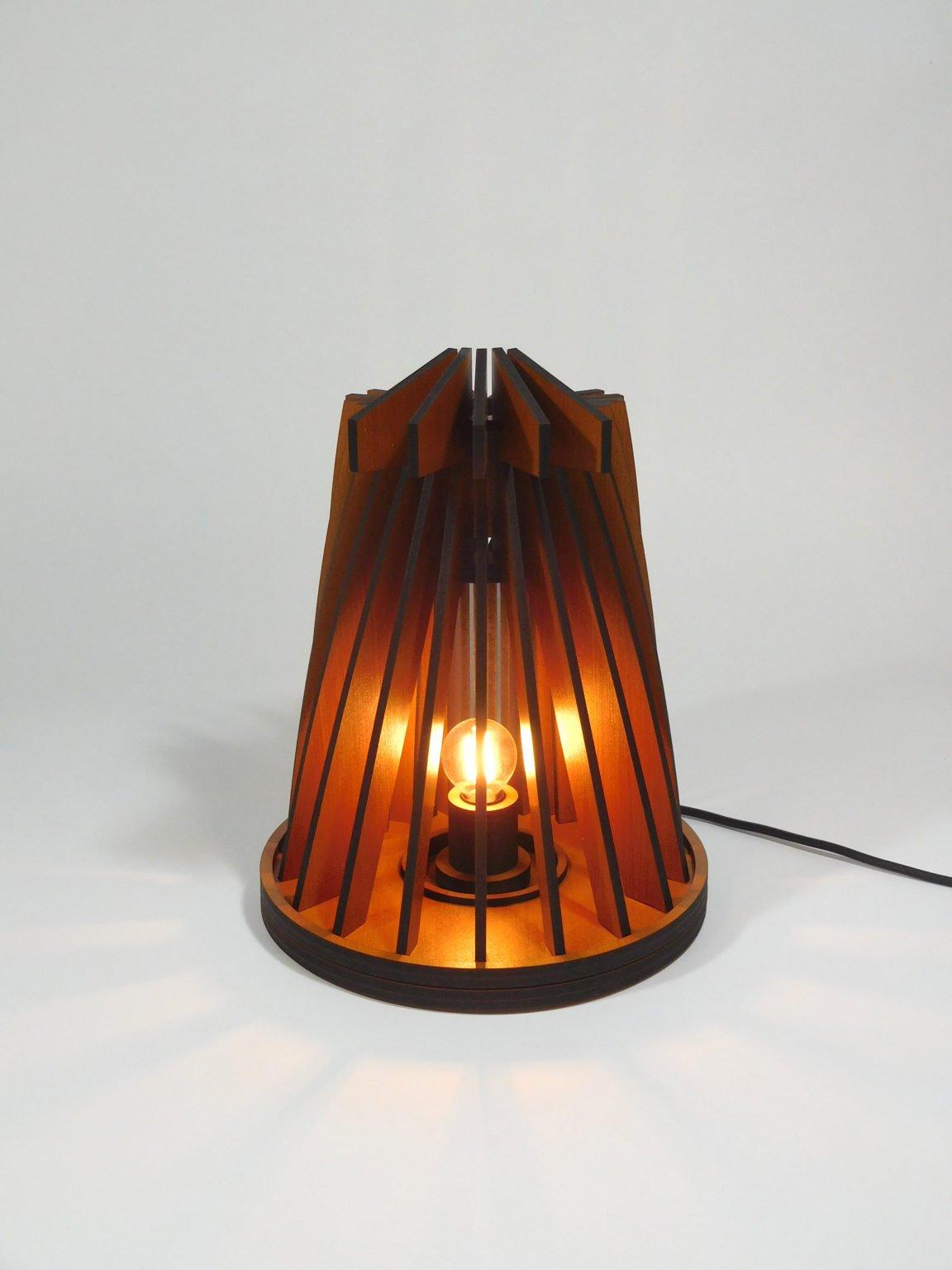 vanderwerffdesign-Houten-design-tafel-lamp-vooraanzicht