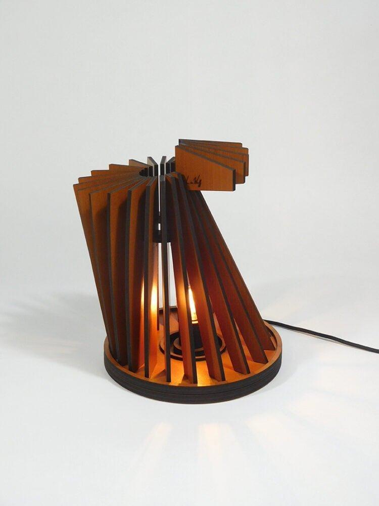 vanderwerffdesign-Houten-design-tafel-lamp-zijaanzicht